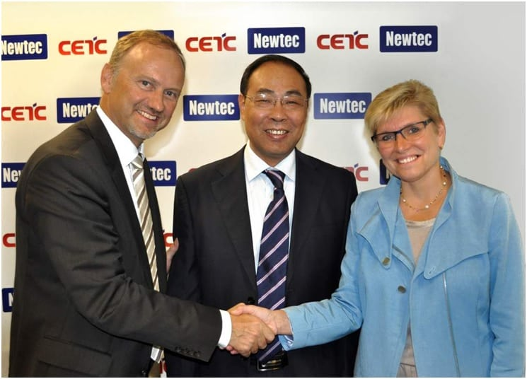 From left to right: Newtec CEO Serge Van Herck, CETC54's President Tu Tianjie and the Belgian Government's State Secretary for Science Policy Elke Sleurs.