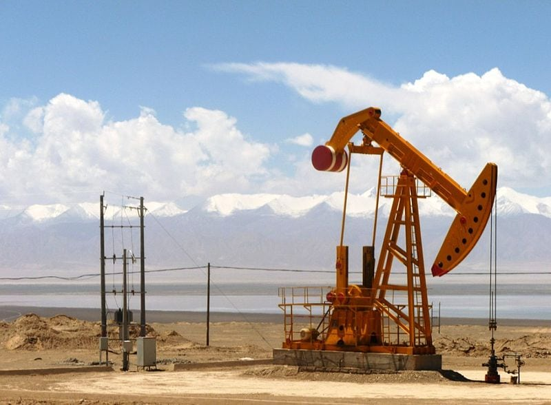 Oil well in Tsaidam Basin, China. Photo: Wikimedia.