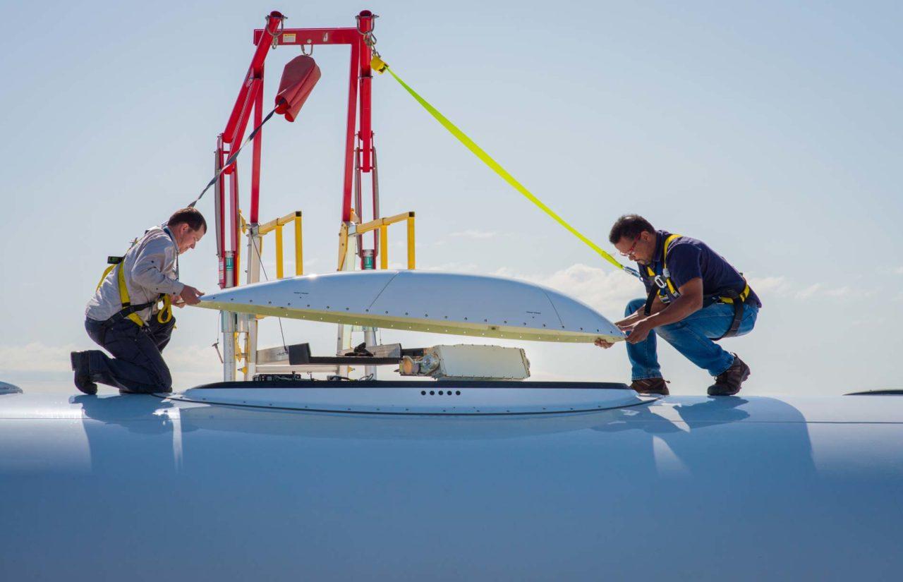 Engineers install Honeywell Aero hardware for GX Aviation. Photo: Inmarsat.