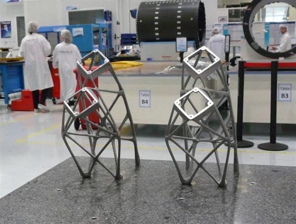 Koreasat telemetry and command antenna supports. Photo: Thales.