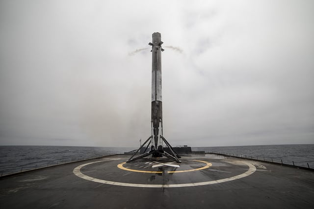 A Falcon 9 touches down after successfully launching the second set of Iridium Next satellites. Photo: SpaceX.