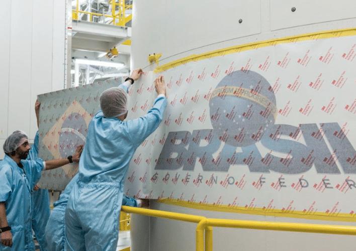 Engineers prep the payload for Telebras' SGDC satellite. Photo: Telebras.