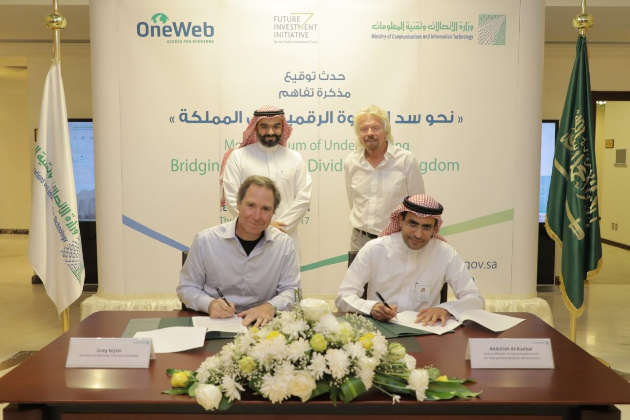L-R: Greg Wyler, H.E the Minister Eng. Abdulla Al-Sawaha, Sir Richard Branson, Eng. Abdullah Al-Kanhal sign the MOU on Oct. 26, 2017. Photo: OneWeb.