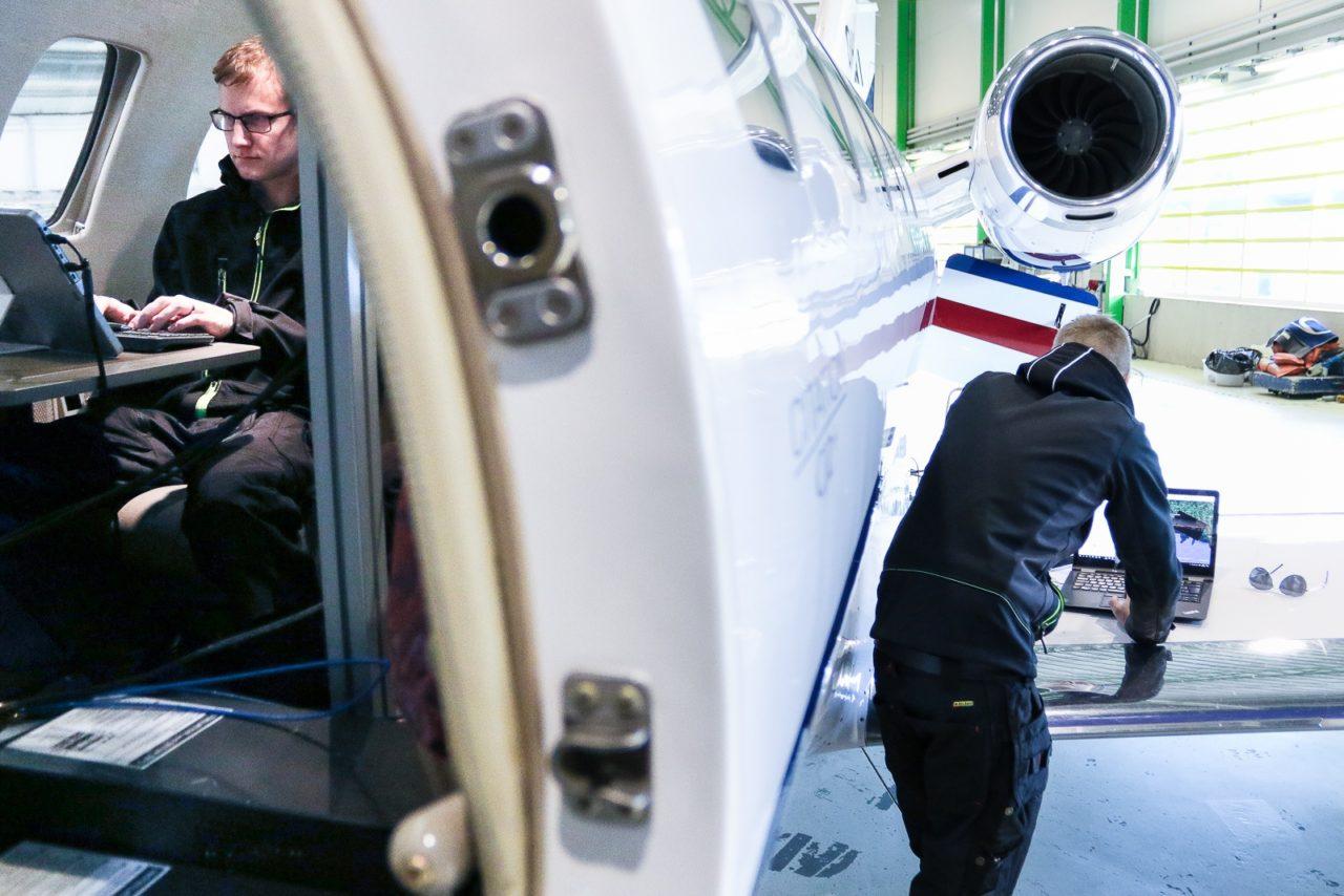 Iceye engineers preparing an imaging flight in late 2017. Photo: Iceye.