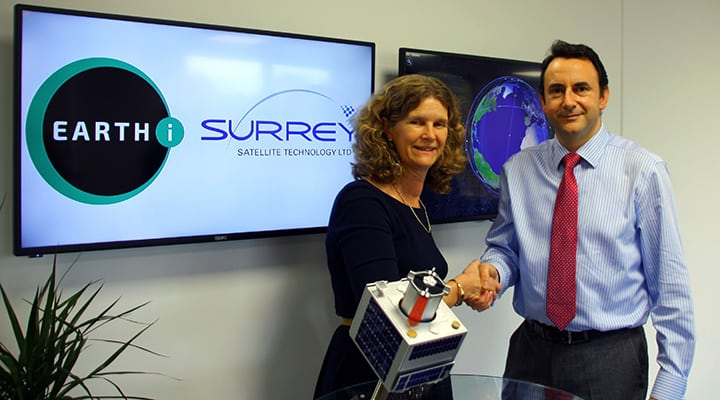 Richard Blain, CEO of Earth-i, and Sarah Parker, SSTL managing director, at the agreement signing. PHoto: Earth-i.