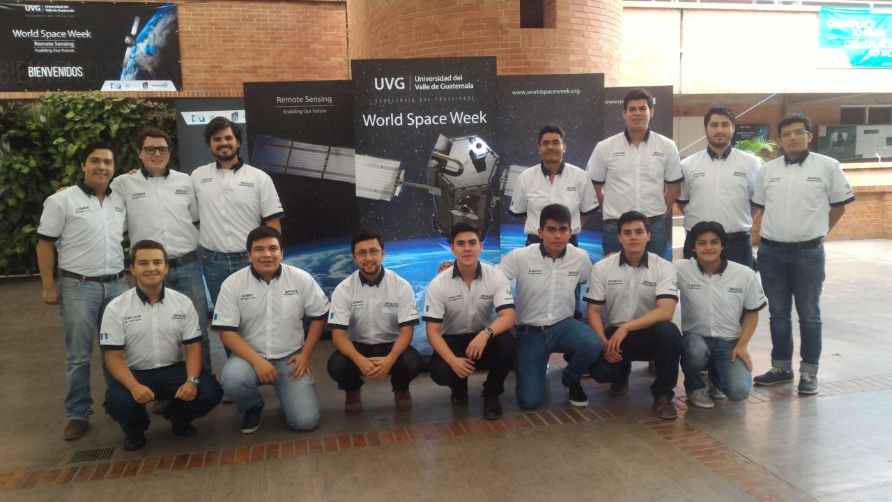 Universidad del Valle de Guatemala students who comprised the Phase 4 satellite development team. Photo: UVG.