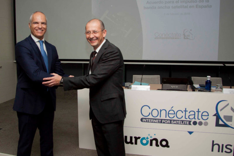 Hispasat CEO Carlos Espinos shakes hands with Eurona CEO Fernando Ojeda after the agreement signing on Feb. 8. Photo: Hispasat.