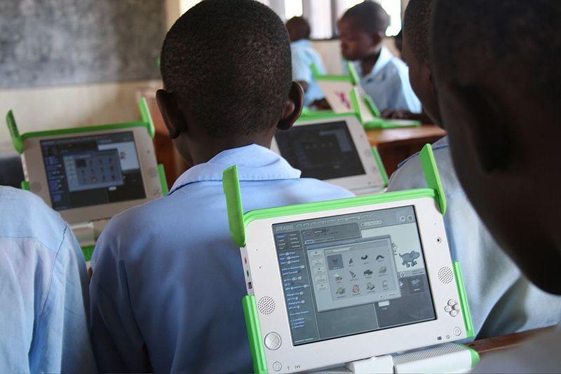 Students use laptops at Kagugu Primary School in Kigali, Rwanda. Photo: Wikimedia.