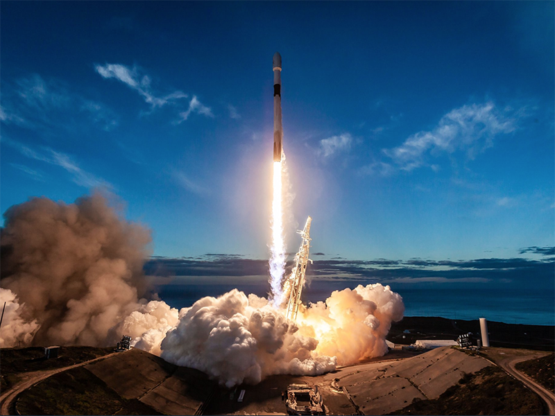 A SpaceX Falcon 9 rocket lifting off on Jan. 11, carrying 10 Iridium Next satellites. Photo: SpaceX