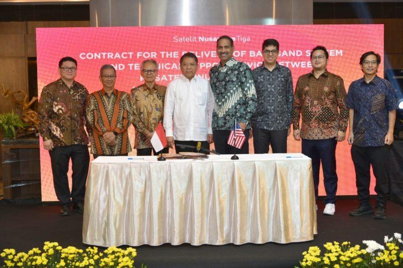 Pictured, left to right, at a signing ceremony in Jakarta, Indonesia: Mr. Timotius Sulaeman, PT. Dian Semesta Sentosa; Mr. Adi Rahman Adiwoso, PT. PSN; Mr. Erry Riana Hardjapamekas, PT. PSN; Mr. Rudiantara, Minister of Communication & Information Technology; Mr. Ramesh Ramaswamy, Hughes; Mr. Vaibhav Magow, Hughes; Mr. Arif Medianto, PT. Pintar Nusantara Sejahtera; and Mr. Adi Widjonarko, PT. Nusantara Satelit Sejahtera. Photo: Hughes